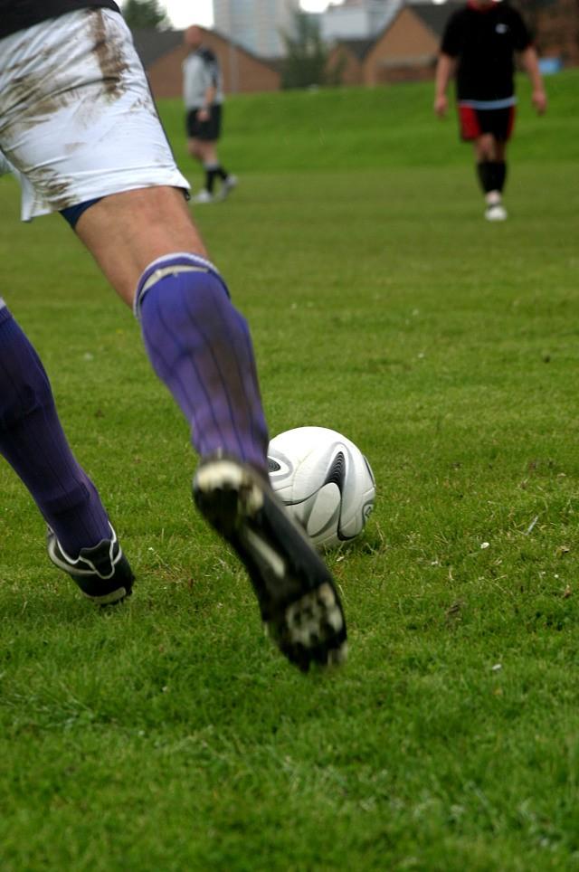 Treino com eletroestimulação para prevenir lesões no futebol